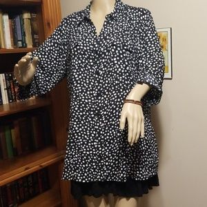Size 1X Dressbarn Black and White Blouse
